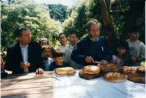 2001 A Deeplossforthecommunity